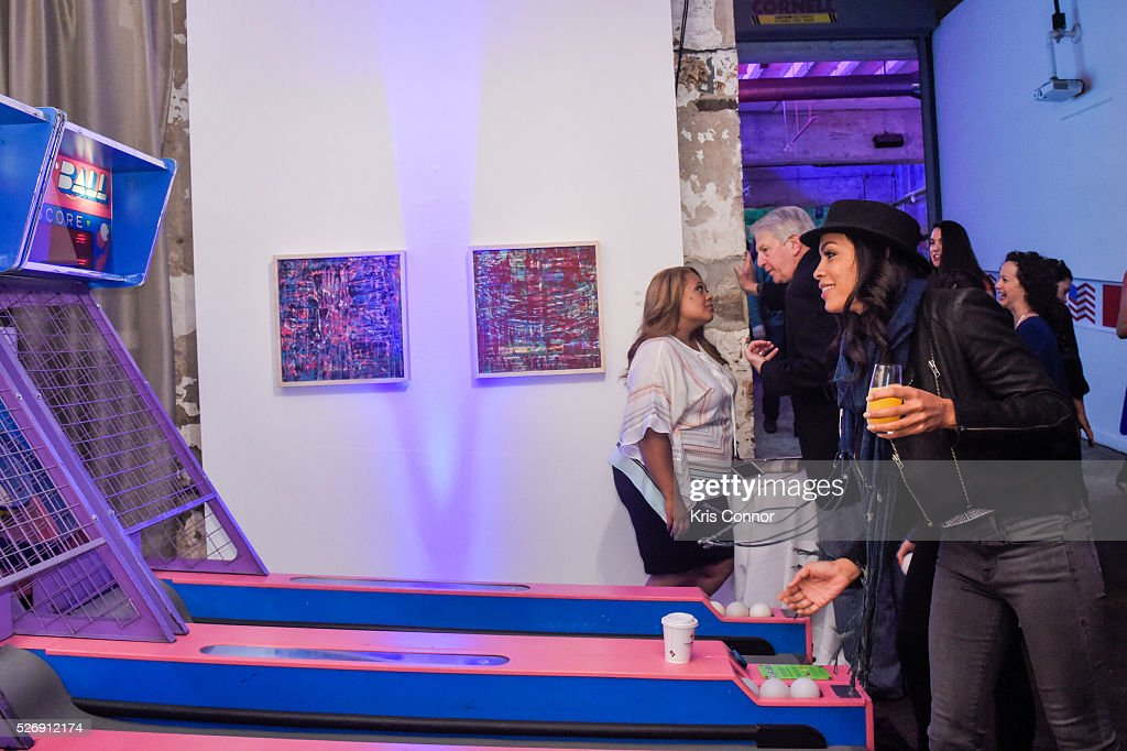 Actress <a gi-track='captionPersonalityLinkClicked' href=/galleries/search?phrase=Rosario+Dawson&family=editorial&specificpeople=201472 ng-click='$event.stopPropagation()'>Rosario Dawson</a> plays skee-ball during the 2016 CNN Correspondents' Brunch at the Longview gallery in Washington, DC on May 1, 2016.