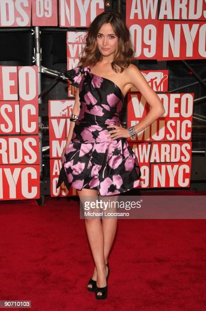 Actress Rose Byrne arrives at the 2009 MTV Video Music Awards at Radio City Music Hall on September 13 2009 in New York City
