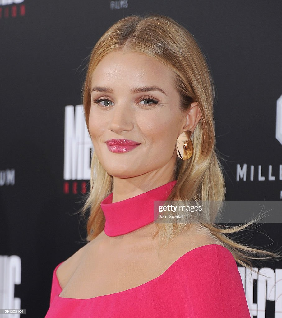 Actress Rosie HuntingtonWhiteley arrives at the Los Angeles Premiere 'Mechanic Resurrection' at ArcLight Hollywood on August 22 2016 in Hollywood...
