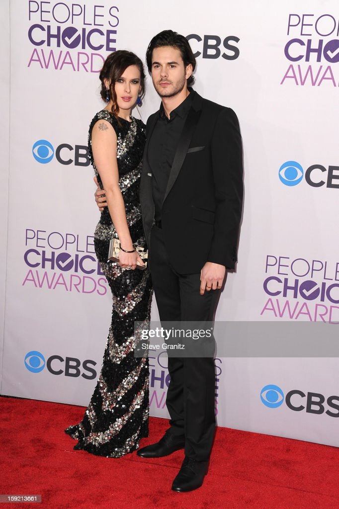 Actress <a gi-track='captionPersonalityLinkClicked' href=/galleries/search?phrase=Rumer+Willis&family=editorial&specificpeople=617003 ng-click='$event.stopPropagation()'>Rumer Willis</a> ((L) and actor Jayson Blair attend the 2013 People's Choice Awards at Nokia Theatre L.A. Live on January 9, 2013 in Los Angeles, California.
