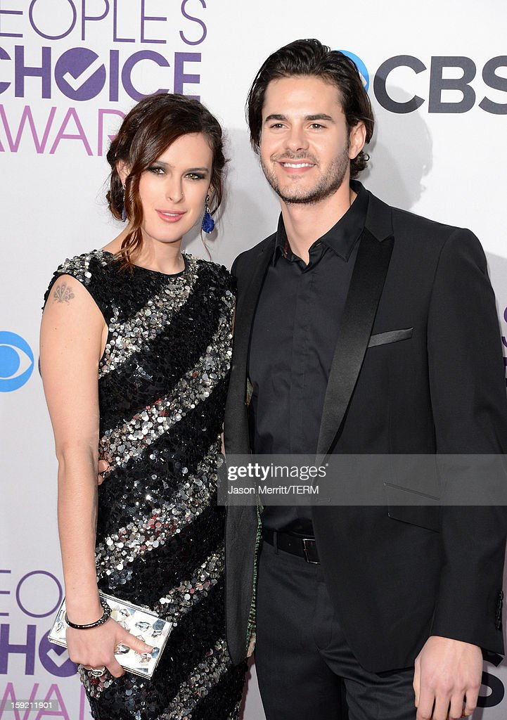 Actress <a gi-track='captionPersonalityLinkClicked' href=/galleries/search?phrase=Rumer+Willis&family=editorial&specificpeople=617003 ng-click='$event.stopPropagation()'>Rumer Willis</a> (L) and actor Jayson Blair attend the 34th Annual People's Choice Awards at Nokia Theatre L.A. Live on January 9, 2013 in Los Angeles, California.