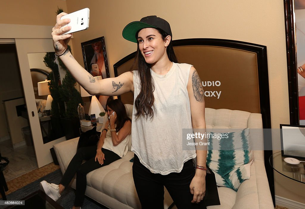 Actress Rumer Willis takes a selfie at the Getty Images Portrait Studio powered by Samsung Galaxy at 2015 Summer TCA's at The Beverly Hilton Hotel on...