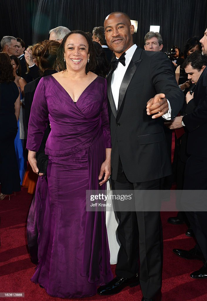 Actress S. Epatha Merkerson (L) and guest arrives at the Oscars at Hollywood & Highland Center on February 24, 2013 in Hollywood, California.