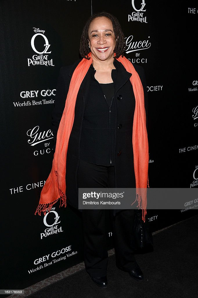 Actress S. Epatha Merkerson attends the Gucci and The Cinema Society screening of 'Oz the Great and Powerful' at DGA Theater on March 5, 2013 in New York City.