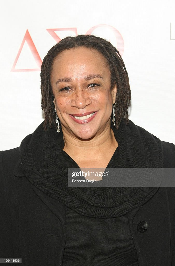 Actress <a gi-track='captionPersonalityLinkClicked' href=/galleries/search?phrase=S.+Epatha+Merkerson&family=editorial&specificpeople=213893 ng-click='$event.stopPropagation()'>S. Epatha Merkerson</a> attends the 'Life's Essentials With Ruby Dee' screening at The Schomburg Center for Research in Black Culture on November 14, 2012 in New York City.