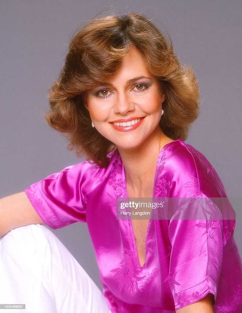 Actress <a gi-track='captionPersonalityLinkClicked' href=/galleries/search?phrase=Sally+Field&family=editorial&specificpeople=206350 ng-click='$event.stopPropagation()'>Sally Field</a> poses for a portrait in 1980 in Los Angeles, California.