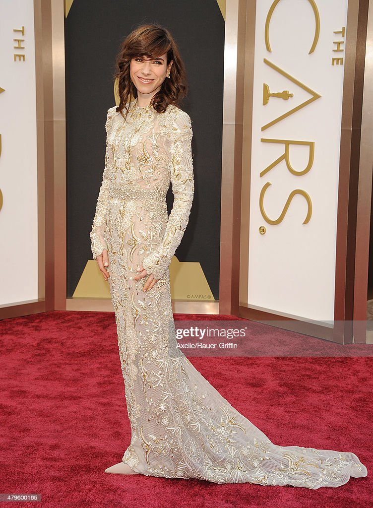 Actress <a gi-track='captionPersonalityLinkClicked' href=/galleries/search?phrase=Sally+Hawkins&family=editorial&specificpeople=3465924 ng-click='$event.stopPropagation()'>Sally Hawkins</a> arrives at the 86th Annual Academy Awards at Hollywood & Highland Center on March 2, 2014 in Hollywood, California.
