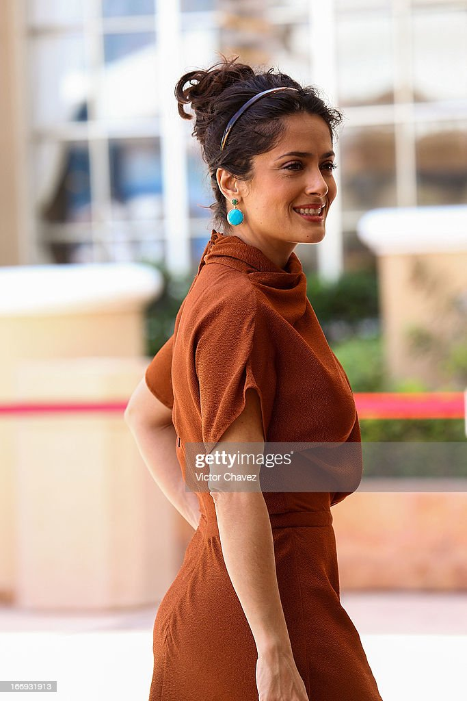 Actress <a gi-track='captionPersonalityLinkClicked' href=/galleries/search?phrase=Salma+Hayek&family=editorial&specificpeople=201844 ng-click='$event.stopPropagation()'>Salma Hayek</a> attends the 'Grown Ups 2' photocall during The 5th Annual Summer Of Sony on April 18, 2013 in Cancun, Mexico.