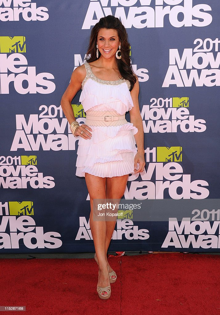 Actress Samantha Harris arrives at the 2011 MTV Movie Awards at Gibson Amphitheatre on June 5, 2011 in Universal City, California.