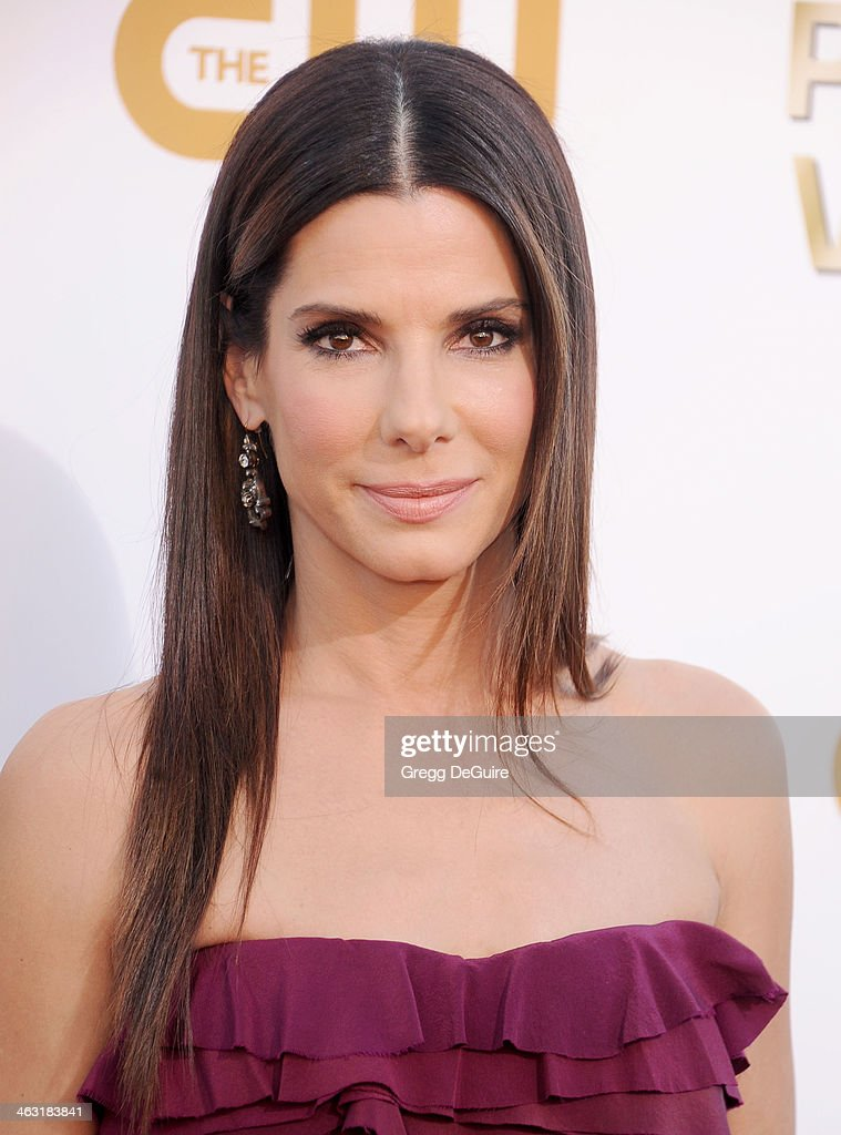 Actress <a gi-track='captionPersonalityLinkClicked' href=/galleries/search?phrase=Sandra+Bullock&family=editorial&specificpeople=202248 ng-click='$event.stopPropagation()'>Sandra Bullock</a> arrives at the 19th Annual Critics' Choice Movie Awards at Barker Hangar on January 16, 2014 in Santa Monica, California.
