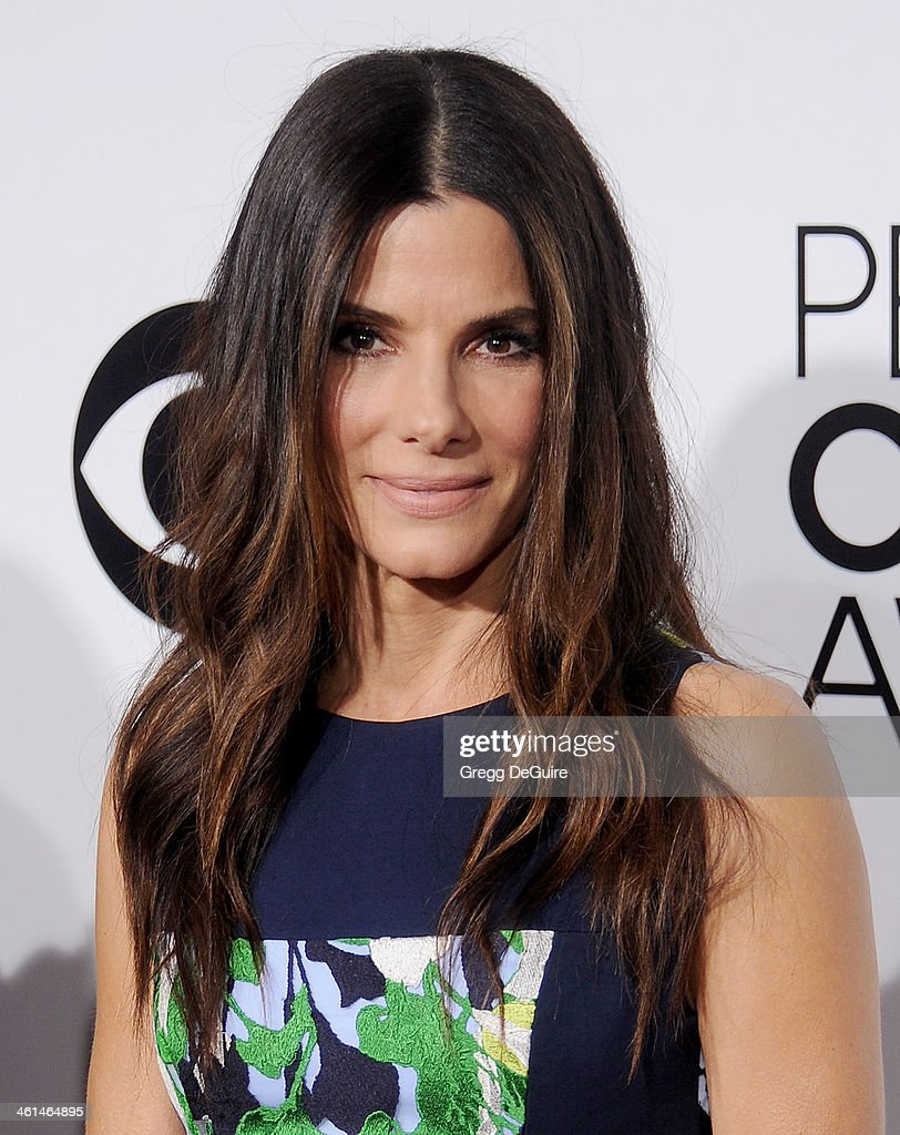 Actress <a gi-track='captionPersonalityLinkClicked' href=/galleries/search?phrase=Sandra+Bullock&family=editorial&specificpeople=202248 ng-click='$event.stopPropagation()'>Sandra Bullock</a> arrives at the 40th Annual People's Choice Awards at Nokia Theatre LA Live on January 8, 2014 in Los Angeles, California.