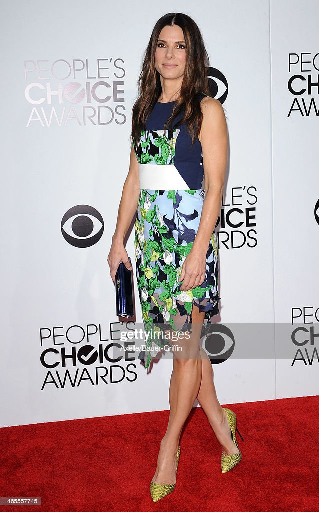 Actress <a gi-track='captionPersonalityLinkClicked' href=/galleries/search?phrase=Sandra+Bullock&family=editorial&specificpeople=202248 ng-click='$event.stopPropagation()'>Sandra Bullock</a> arrives at The 40th Annual People's Choice Awards at Nokia Theatre L.A. Live on January 8, 2014 in Los Angeles, California.