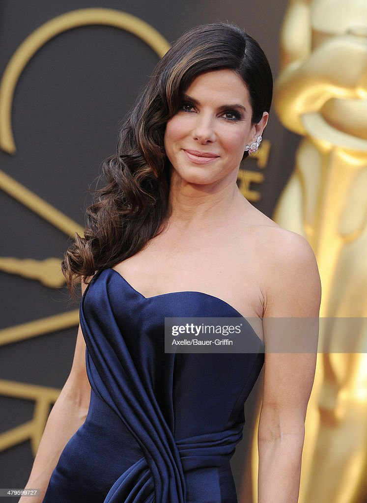 Actress <a gi-track='captionPersonalityLinkClicked' href=/galleries/search?phrase=Sandra+Bullock&family=editorial&specificpeople=202248 ng-click='$event.stopPropagation()'>Sandra Bullock</a> arrives at the 86th Annual Academy Awards at Hollywood & Highland Center on March 2, 2014 in Hollywood, California.
