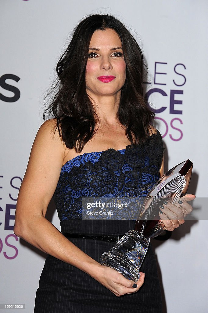Actress <a gi-track='captionPersonalityLinkClicked' href=/galleries/search?phrase=Sandra+Bullock&family=editorial&specificpeople=202248 ng-click='$event.stopPropagation()'>Sandra Bullock</a> poses in the press room during the 2013 People's Choice Awards at Nokia Theatre L.A. Live on January 9, 2013 in Los Angeles, California.