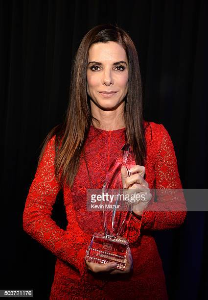 Actress Sandra Bullock poses with her Favorite Movie Actress award at the People's Choice Awards 2016 at Microsoft Theater on January 6 2016 in Los...