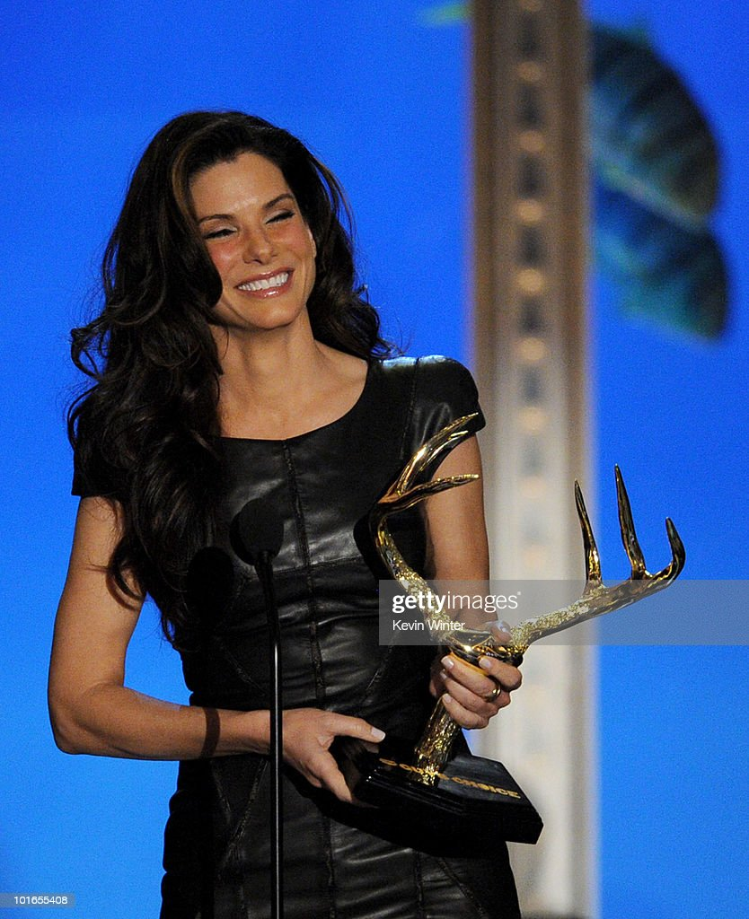 Actress Sandra Bullock receives the Troops Choice Award onstage during Spike TV's 4th Annual 'Guys Choice Awards' held at Sony Studios on June 5, 2010 in Los Angeles, California. 'Guys Choice' premieres June 20, 2010 at 10PM ET/PT on Spike.