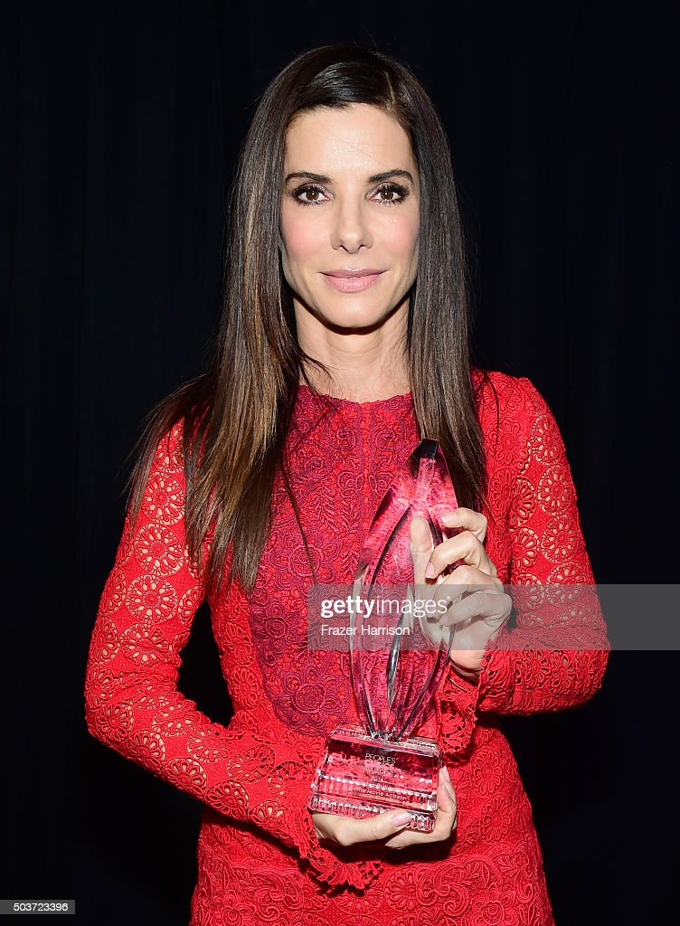 Actress <a gi-track='captionPersonalityLinkClicked' href=/galleries/search?phrase=Sandra+Bullock&family=editorial&specificpeople=202248 ng-click='$event.stopPropagation()'>Sandra Bullock</a>, winner of the award for Favorite Movie Actress, attends the People's Choice Awards 2016 at Microsoft Theater on January 6, 2016 in Los Angeles, California.