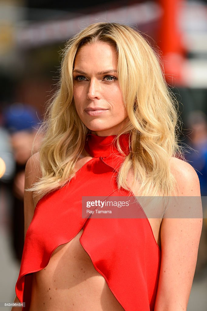 Actress Sara Foster enters 'The Late Show With Stephen Colbert' taping at the Ed Sullivan Theater on June 28, 2016 in New York City.