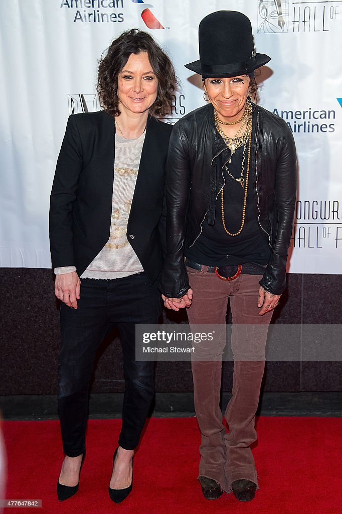 Actress Sara Gilbert (L) and singer-songwriter Linda Perry attends the Songwriters Hall of Fame 46th Annual Induction and Awards at Marriott Marquis Hotel on June 18, 2015 in New York City.