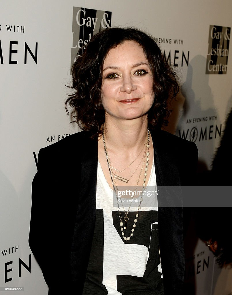 Actress <a gi-track='captionPersonalityLinkClicked' href=/galleries/search?phrase=Sara+Gilbert&family=editorial&specificpeople=585732 ng-click='$event.stopPropagation()'>Sara Gilbert</a> arrives at An Evening With Women benefiting The L.A. Gay & Lesbian Center at the Beverly Hilton Hotel on May 18, 2013 in Beverly Hills, California.