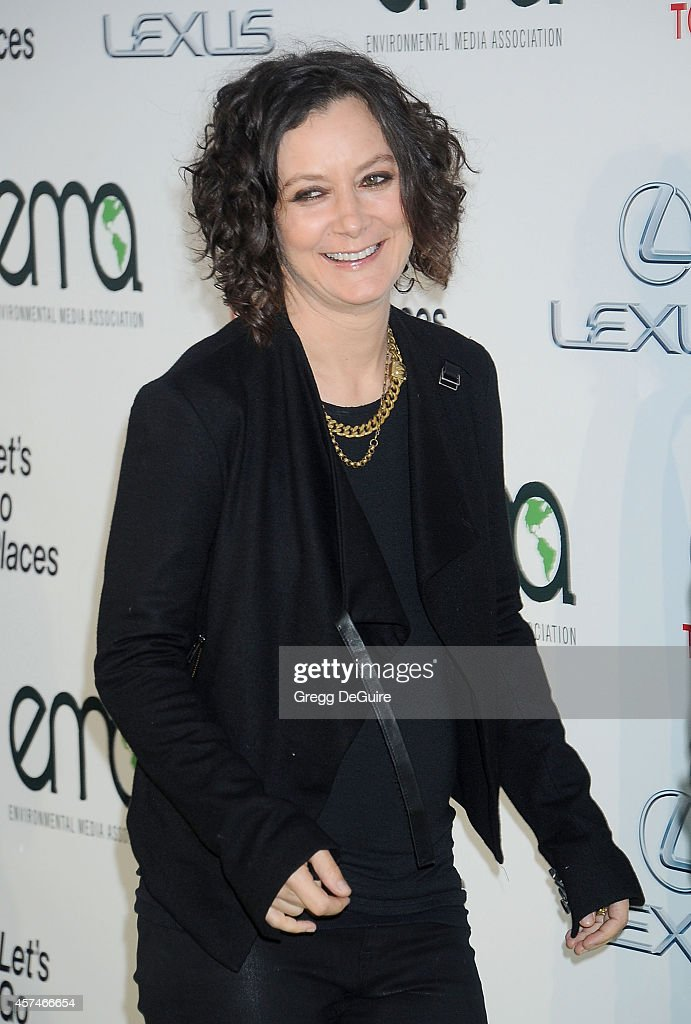 Actress <a gi-track='captionPersonalityLinkClicked' href=/galleries/search?phrase=Sara+Gilbert&family=editorial&specificpeople=585732 ng-click='$event.stopPropagation()'>Sara Gilbert</a> arrives at the 2014 Environmental Media Awards at Warner Bros. Studios on October 18, 2014 in Burbank, California.