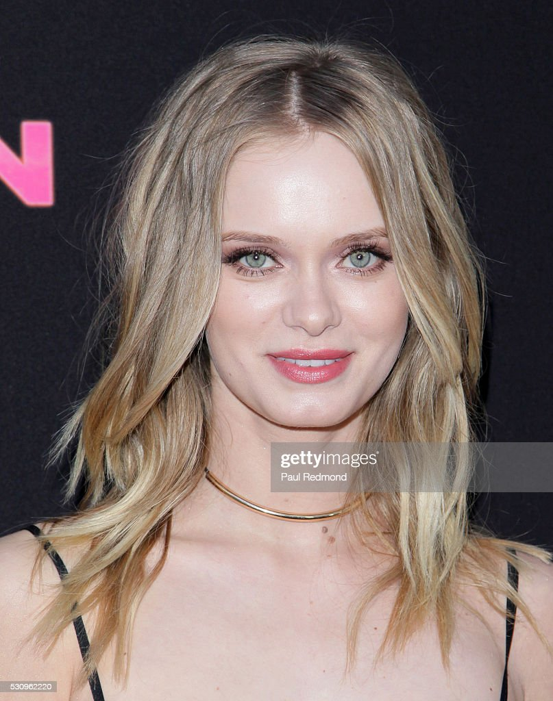 Actress Sara Paxton arrives at the Premiere of Pantelion Films' 'Sundown' at ArcLight Hollywood on May 11, 2016 in Hollywood, California.