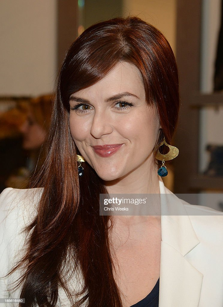 Actress <a gi-track='captionPersonalityLinkClicked' href=/galleries/search?phrase=Sara+Rue&family=editorial&specificpeople=203287 ng-click='$event.stopPropagation()'>Sara Rue</a> attends the Scoop NYC event at Scoop NYC on October 22, 2013 in Beverly Hills, California.