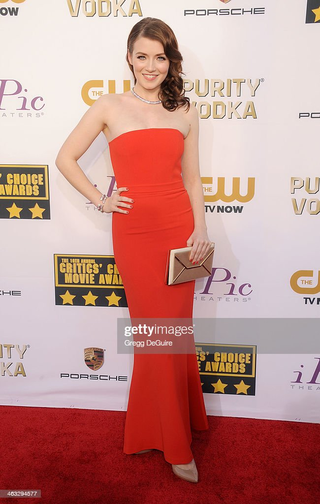 Actress <a gi-track='captionPersonalityLinkClicked' href=/galleries/search?phrase=Sarah+Bolger&family=editorial&specificpeople=879067 ng-click='$event.stopPropagation()'>Sarah Bolger</a> arrives at the 19th Annual Critics' Choice Movie Awards at Barker Hangar on January 16, 2014 in Santa Monica, California.