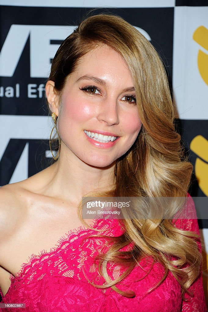 Actress Sarah Carter arrives at the 2013 Visual Effects Society Awards at The Beverly Hilton Hotel on February 5, 2013 in Beverly Hills, California.