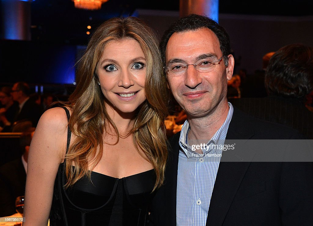 Actress <a gi-track='captionPersonalityLinkClicked' href=/galleries/search?phrase=Sarah+Chalke&family=editorial&specificpeople=213213 ng-click='$event.stopPropagation()'>Sarah Chalke</a> and honoree Paul Lee at The Saban Free Clinic's Gala Honoring ABC Entertainment Group President Paul Lee and Bob Broder at The Beverly Hilton Hotel on November 19, 2012 in Beverly Hills, California.