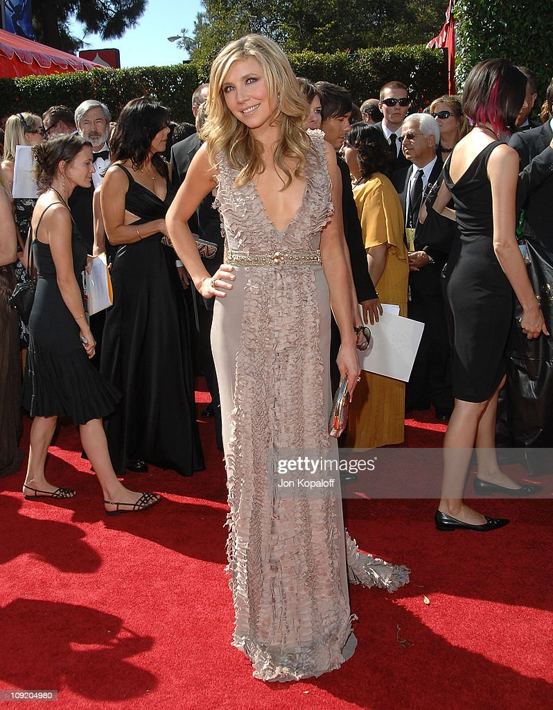 Actress Sarah Chalke arrives at the 59th Primetime EMMY Awards at the Shrine Auditorium on September 16 2007 in Los Angeles California
