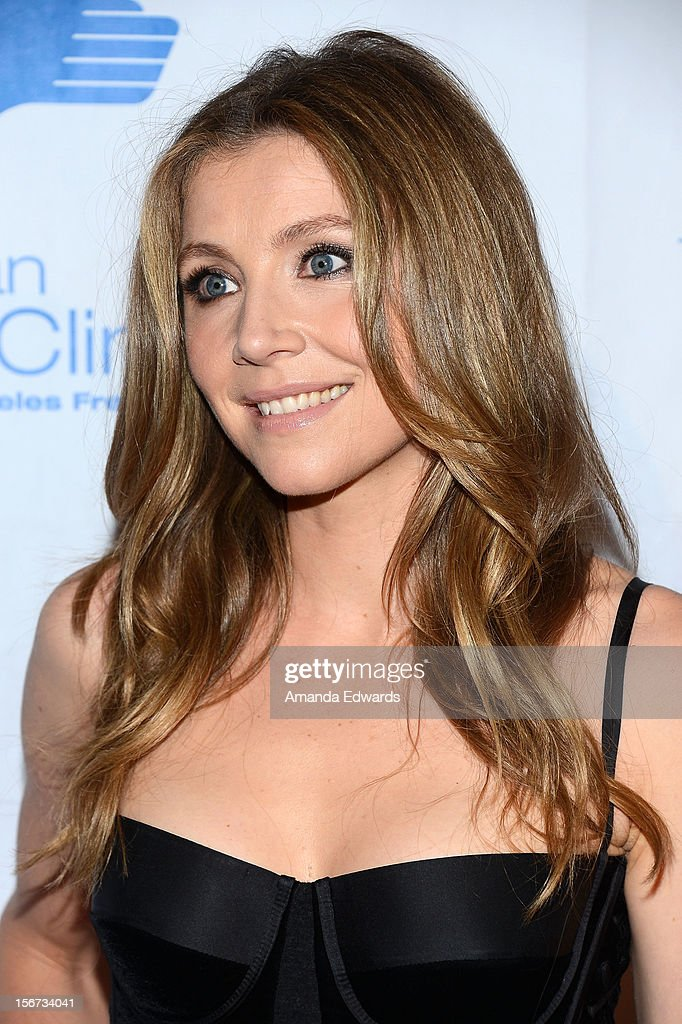 Actress Sarah Chalke arrives at the Saban Free Clinic's 36th Annual Dinner Gala at The Beverly Hilton Hotel on November 19, 2012 in Beverly Hills, California.