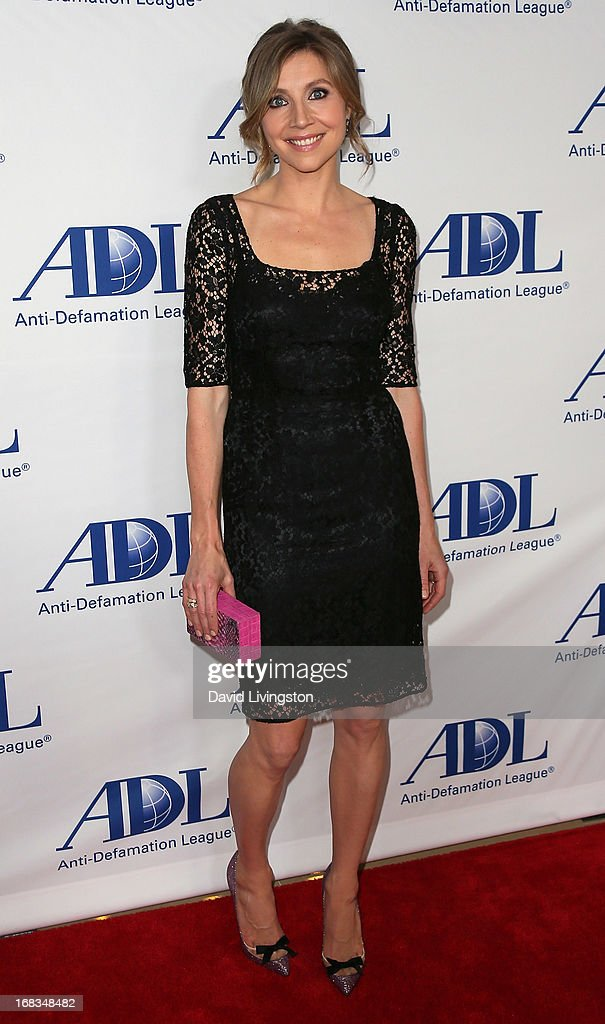 Actress Sarah Chalke attends the AntiDefamation League Centennial Entertainment Industry Awards Dinner honoring Jeffrey Katzenberg at The Beverly...