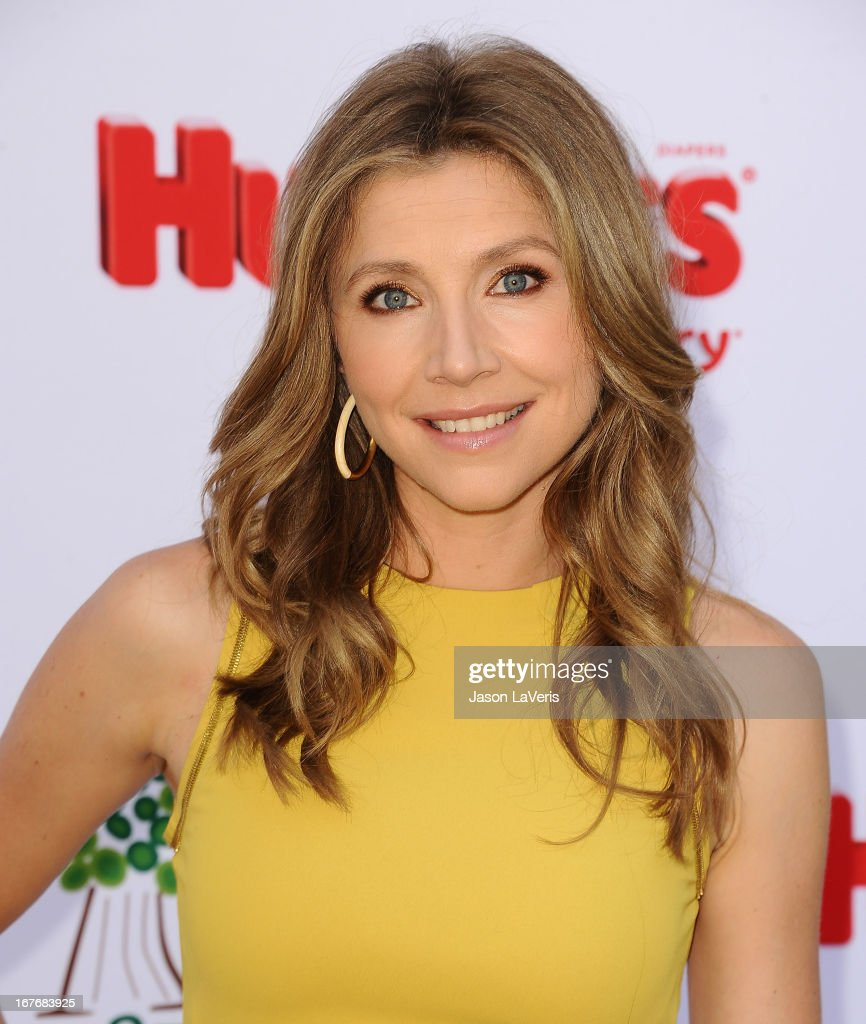 Actress Sarah Chalke attends the Baby2Baby Mother's Day garden party on April 27, 2013 in Los Angeles, California.