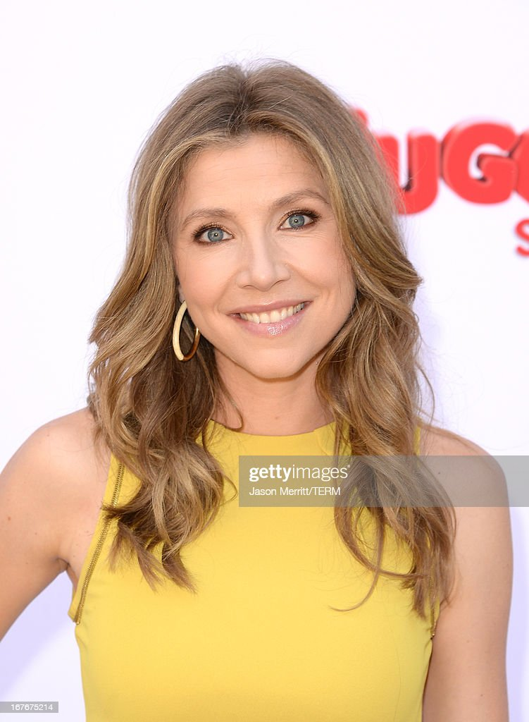 Actress Sarah Chalke attends the Huggies Snug & Dry and Baby2Baby Mother's Day Garden Party held on April 27, 2013 in Los Angeles, California.