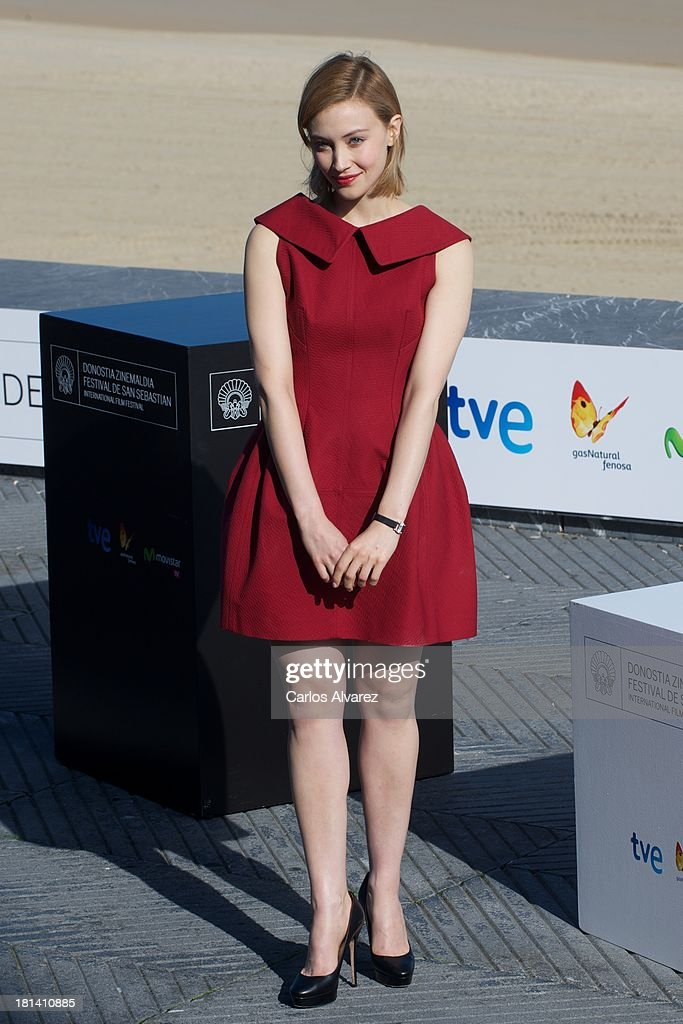 Actress <a gi-track='captionPersonalityLinkClicked' href=/galleries/search?phrase=Sarah+Gadon&family=editorial&specificpeople=6606524 ng-click='$event.stopPropagation()'>Sarah Gadon</a> attends the 'Enemy' photocall during the 61th San Sebastian International Film Festival at the Kursaal Palace on September 21, 2013 in San Sebastian, Spain.