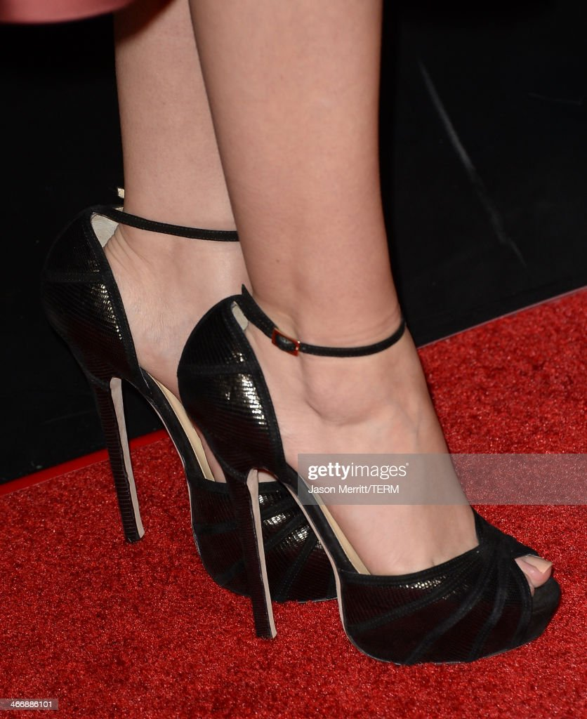 Actress Sarah Hyland arrives at The Weinstein Company's premiere of 'Vampire Academy' at Regal 14 at L.A. Live Downtown on February 4, 2014 in Los Angeles, California.