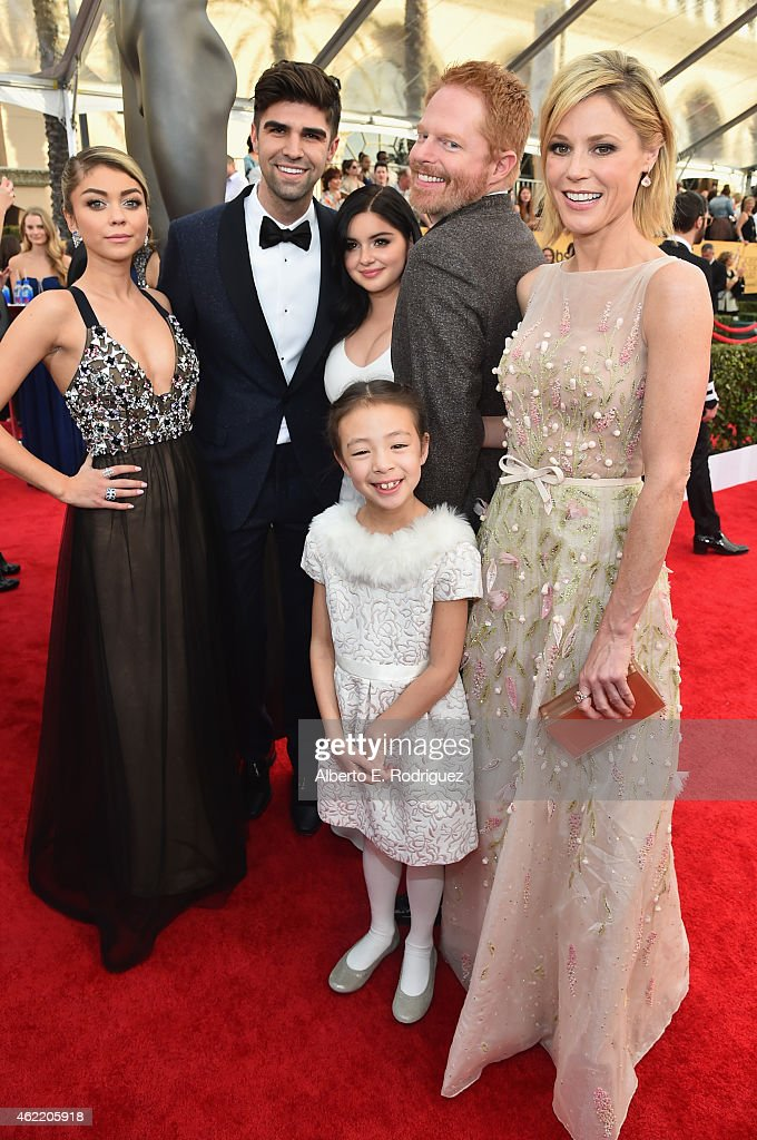 Actress Sarah Hyland producer Justin Mikita and actors Ariel Winter Jesse Tyler Ferguson Julie Bowen and Aubrey AndersonEmmons attend the 21st Annual...