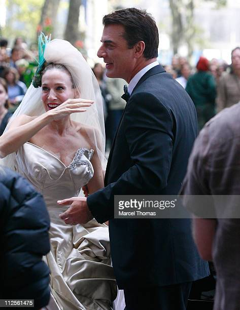 Actress Sarah Jessica Parker and actor Chris Noth on the set of 'Sex and the City The Movie' in Midtown Manhatan on October 12 2007 in New York City...