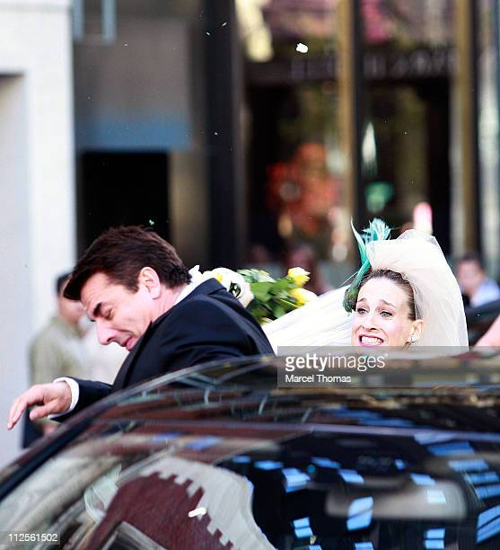 Actress Sarah Jessica Parker and actor Chris Noth on the set of 'Sex and the City The Movie' in Midtown Manhattan on October 12 2007 in New York City...
