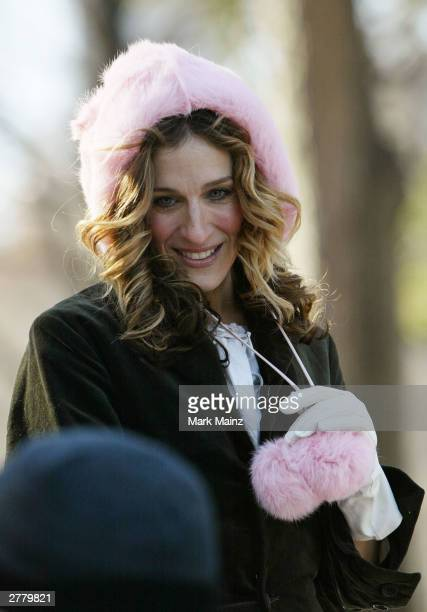 Actress Sarah Jessica Parker and actor Mikhail Baryshnikov film a scene from the hit HBO series 'Sex and the City' in Central Park December 3 2003 in...