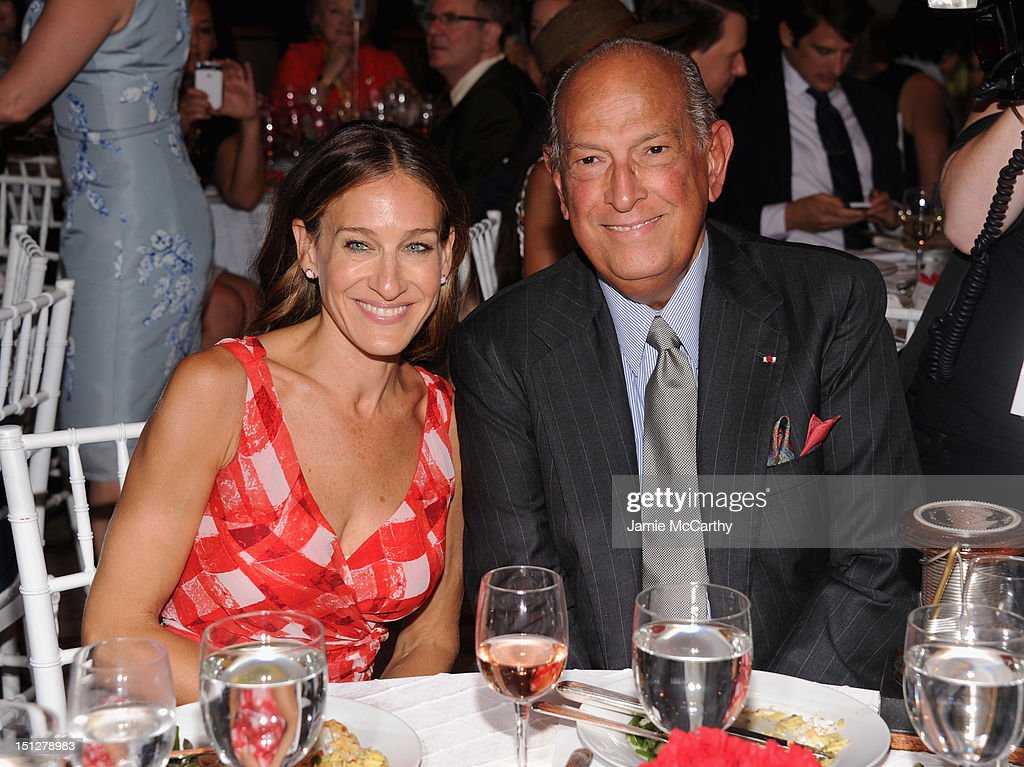 Actress <a gi-track='captionPersonalityLinkClicked' href=/galleries/search?phrase=Sarah+Jessica+Parker&family=editorial&specificpeople=201693 ng-click='$event.stopPropagation()'>Sarah Jessica Parker</a> and Designer <a gi-track='captionPersonalityLinkClicked' href=/galleries/search?phrase=Oscar+de+la+Renta+-+Fashion+Designer&family=editorial&specificpeople=4301010 ng-click='$event.stopPropagation()'>Oscar de la Renta</a> attend the 2012 Couture Council for the Museum at FIT Award for Artistry of Fashion to <a gi-track='captionPersonalityLinkClicked' href=/galleries/search?phrase=Oscar+de+la+Renta+-+Fashion+Designer&family=editorial&specificpeople=4301010 ng-click='$event.stopPropagation()'>Oscar de la Renta</a> at the David H. Koch Theater at Lincoln Center on September 5, 2012 in New York City.