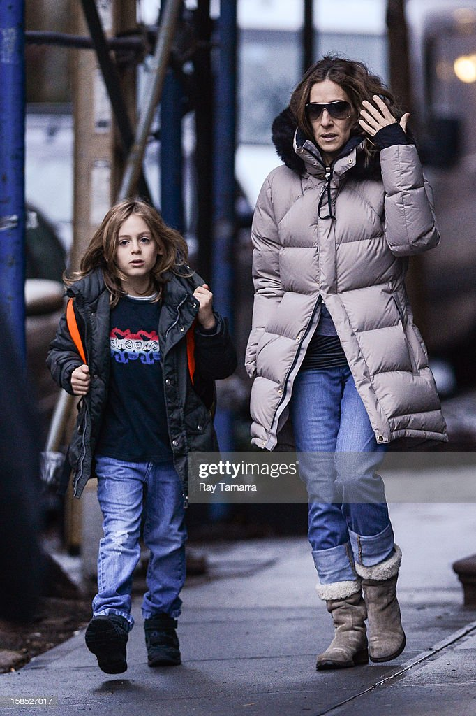 Actress Sarah Jessica Parker (R) and James Wilkie Broderick walk to school on December 17, 2012 in New York City.