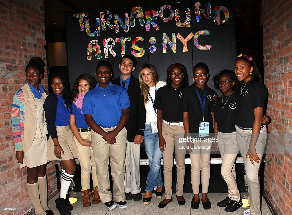 Actress Sarah Jessica Parker and students attend a press conference launching Turnaround Arts in NYC Schools at the Brooklyn Museum on September 22...