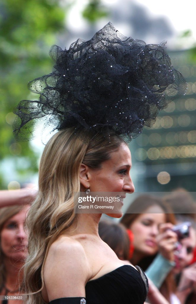 Actress Sarah Jessica Parker arrives at the UK premiere of 'Sex And The City 2' at Odeon Leicester Square on May 27, 2010 in London, England.