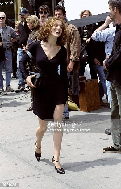 Actress Sarah Jessica Parker during filming of 'Sex and the City' on Broadway