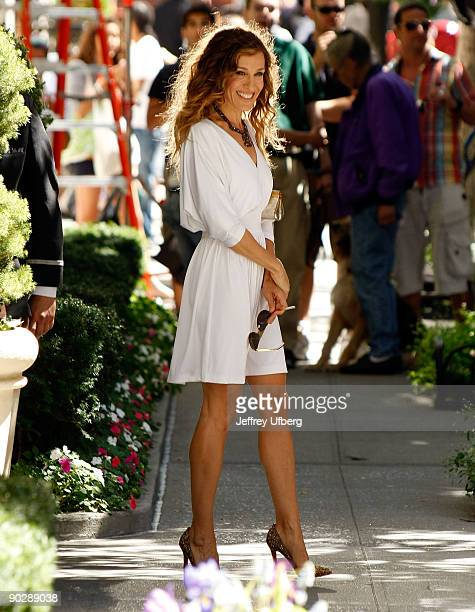 Actress Sarah Jessica Parker filming on location for 'Sex And The City 2' on the Streets of Manhattan on September 1 2009 in New York City