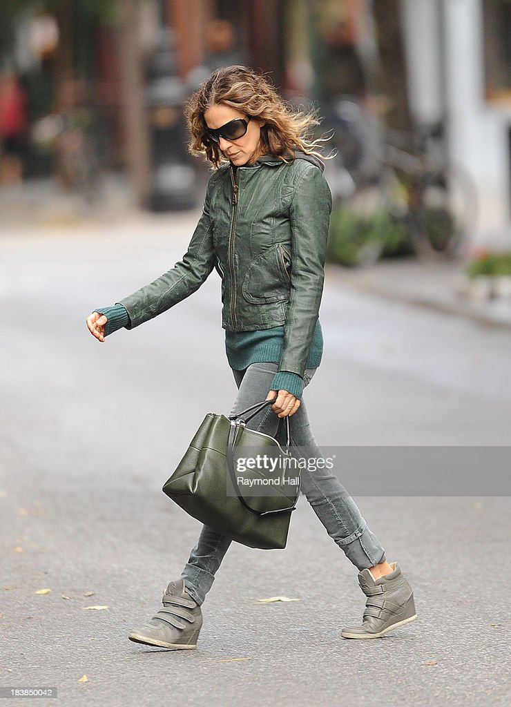 Actress <a gi-track='captionPersonalityLinkClicked' href=/galleries/search?phrase=Sarah+Jessica+Parker&family=editorial&specificpeople=201693 ng-click='$event.stopPropagation()'>Sarah Jessica Parker</a> is seen in Soho on October 9, 2013 in New York City