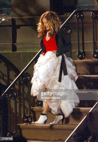 Actress Sarah Jessica Parker is seen on the set of 'Sex and the City' in the West Village November 7 2003 in New York City