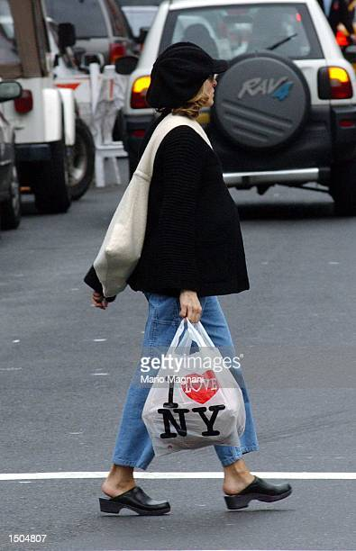 Actress Sarah Jessica Parker shops downtown October 19 2002 in New York City